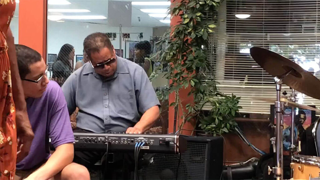 african marketplace 2019 - closeup of keyboard player